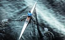 水上的小船倒映自然风景图片壁纸