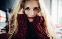 冬天穿高领毛衣的漂亮美女图片壁纸