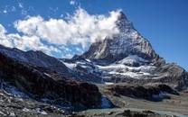 昏黄娟秀山岳图片壁纸