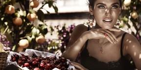 吃水果的美女图片壁纸