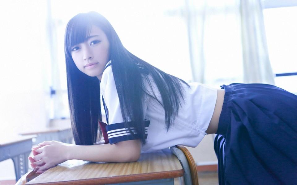 少女白洁制服诱惑桌面壁纸