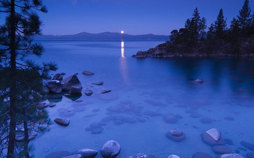 深蓝色自然风景桌面壁纸