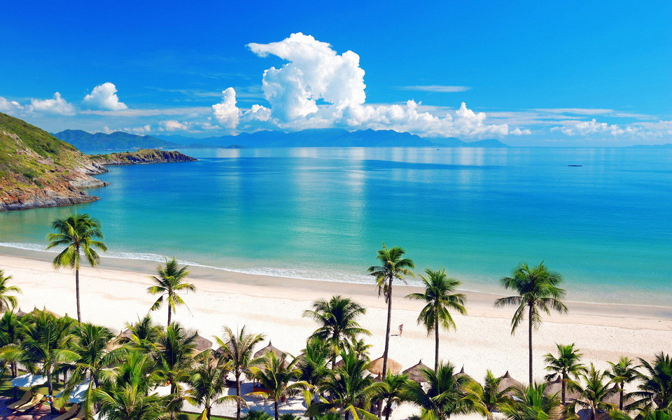 电脑壁纸 蓝天白云壁纸 清新蓝色海岸高清风景桌面壁纸下载