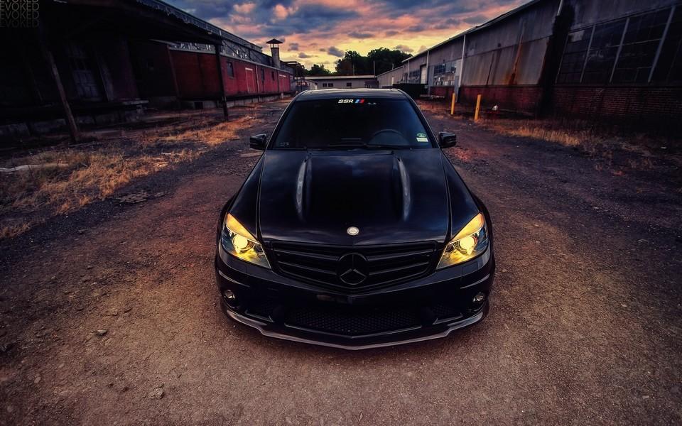 黑色霸气汽车壁纸桌面