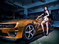 科迈罗改装车美女模特宽屏壁纸