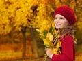 秋天落叶与孩子桌面壁纸