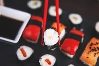诱人可口的日式料理寿司图片壁纸2