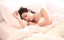 睡着的性感美女床上写真图片壁纸