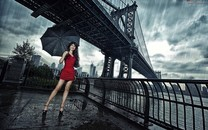 下雨天雨中美女图片壁纸2