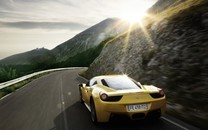 黄色超级跑车法拉利图片壁纸