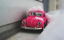 可爱精致的玩具汽车图片壁纸2