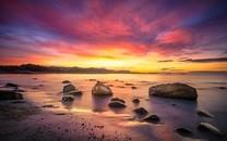 夕阳西下湖边景色的美图