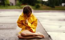 雨中女孩唯美壁纸