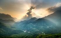 唯美壮观的山峰风景图片壁纸