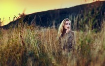 遇�森林系女孩�敉��真�D片壁�