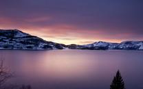 火山口上的湖泊图片壁纸大全