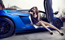 兰博基尼改装车美女模特宽屏壁纸