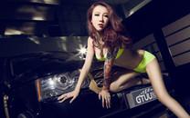 路虎改装车美女模特高清桌面壁纸