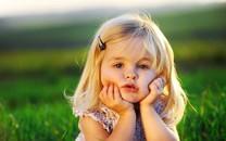 可爱的小娃娃桌面壁纸