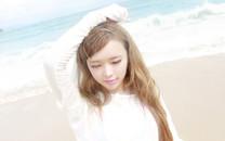 裴紫绮海滩写真桌面壁纸