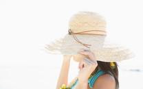 夏日海滩女孩桌面壁纸
