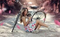 骑自行车性感美女图片壁纸