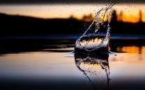 绝美水滴泛起涟漪的一瞬间图片壁纸