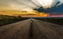 平坦宽阔的公路风景高清图片壁纸