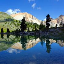 浮光掠影平静的湖面iPad壁纸